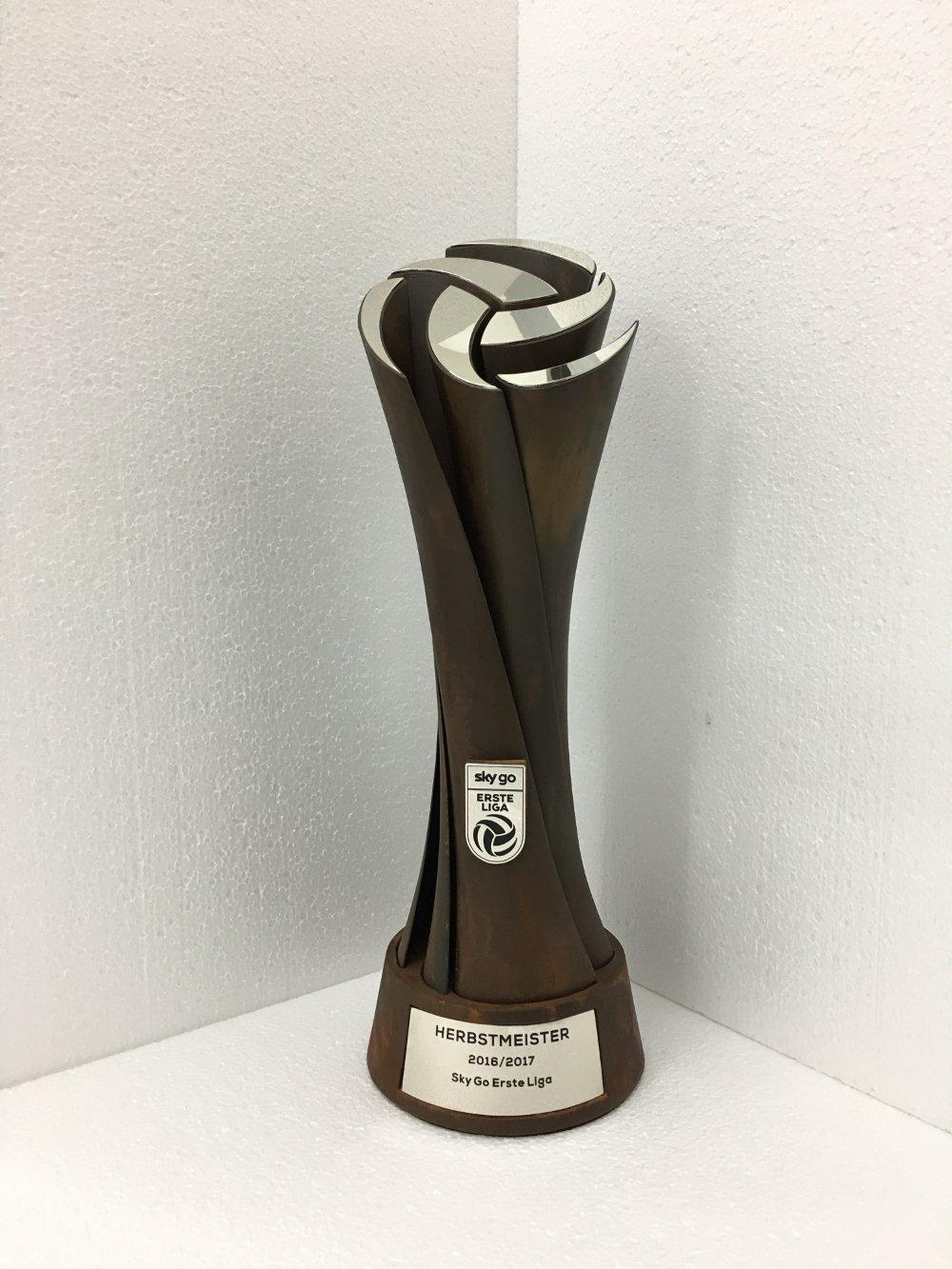 Neuer Herbstmeisterpokal für die Sky Go Erste Liga