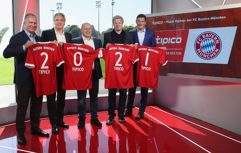 CEO of FC Bayern Muenchen Karl-Heinz Rummenigge, FC Bayern board member Joerg Wacker; CCO of German sports betting provider Tipico Marlon van der Goes, former FC Bayern goalkeeper Oliver Kahn and FC Bayern board member Andreas Jung (L-R) present the extension of the partnership between FC Bayern Muenchen and Tipico until 2021 on May 30, 2017 in Munich.  *** Local Caption *** Karl-Heinz Rummenigge; Jörg Wacker; Marlon van der Goes; Oliver Kahn; Andreas Jung