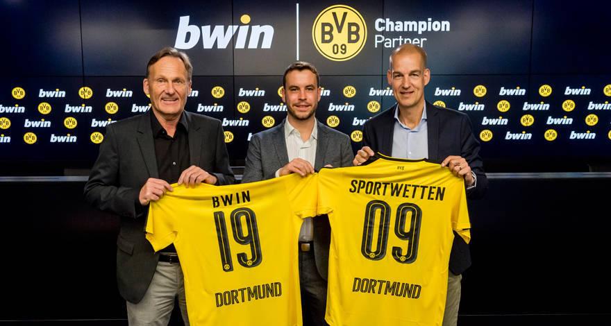 Foto: Hans-Joachim Watzke (Geschäftsführer Borussia Dortmund), Stephan Heilmann (verantwortlich für die Aktivitäten der Marke Bwin in der DACH-Region), Carsten Cramer (Direktor Vertrieb und Marketing Borussia Dortmund)