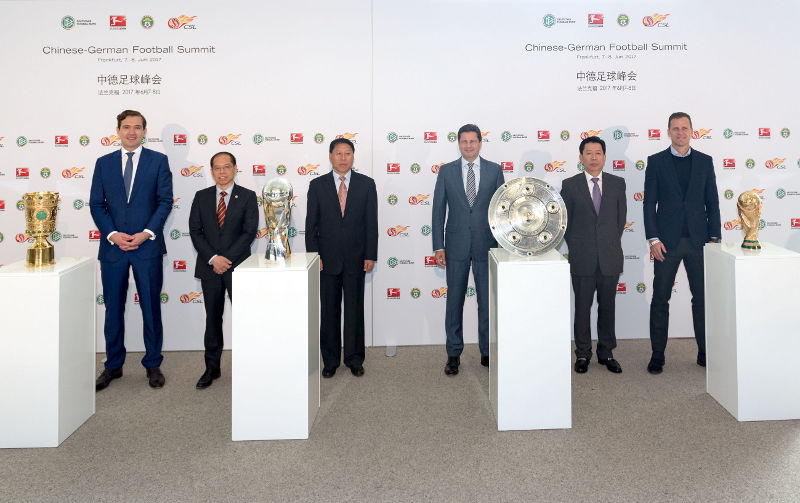 "Am intensiven Austausch beim ersten ""Chinese-German Football Summit"" nahmen auch DFB-Generalsekretär Dr. Friedrich Curtius, Zhang Jian, Senior Vice President und Generalsekretär CFA, Ma Chengquan, Director Professional League Office CFA und Vorsitzender CSL, DFL-Geschäftsführer Christian Seifert, Zhu Heyuan, stellvertretender Generalsekretär und Director Legal and Planning Department CFA, sowie Oliver Bierhoff, Manager der Nationalmannschaft, teil (von links). (Foto: DFL)"